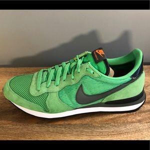 Nike Internationalist  - Bright Green - sz 13
